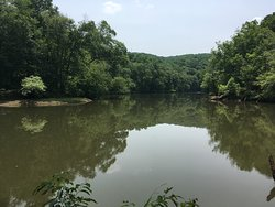 Sweetwater Creek at the start of where the Red Trail gets to the rivers edge