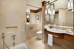 Superior Family Seaview Bathroom