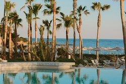 La nuovissima piscina di acqua di mare con la Infinity Relax con idromassaggio
