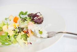Ensaladas con base vegetal con algo de proteína