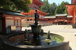 Fontaine avec temple