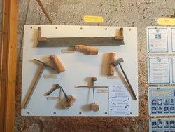 As ferramentas usadas para construçãodos barcos