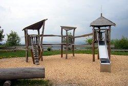 Kinder Spielplatz am Turm...