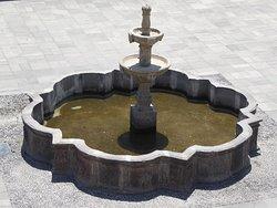 Zentraler Brunnen