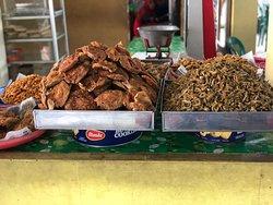 Wadukfood di tepi waduk Gajah Mungkur