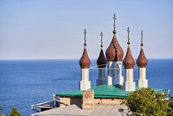 Вид с террасы на храм Александра Невского