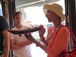 Luisella teaching us about the craftsmanship of Venetian oars and rowlocks.