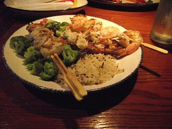 NJ - CHERRY HILL - RED LOBSTER - SHRIMP, SCALLOPS, & SALMON COMBO DINNER - W/ UNDERCOOKED SCALLOPS