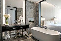 N3 Grand Deluxe King Bathroom