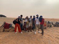 Con nuestro guía en el desierto