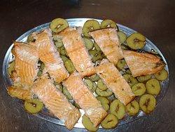 salmone su letto di patate