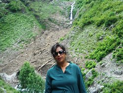 Enjoying beauty at the point of Hadsar waterfall