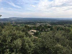 Magnifique village à faire quand il ne fait pas trop chaud car ça grimpe, la vue est superbe et vaut le détour