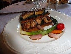 feuilleté de ris de veau , escalopes de foie gras
