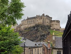 Best views of Edinburgh Castle from Heriot Place