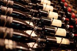 WIr haben eine Große Auswahl an Rotweinen aus Italien, Österreich, Deutschland, Mallorca und Südafrika.