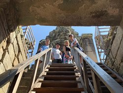 I ripidi scalini in legno per accedere alle terrazze superiori