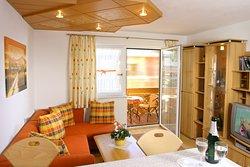Apartment Erika - Wohnzimmer mit Küchenbar