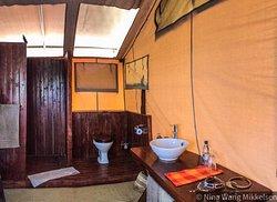 Luxury tents bathrooms