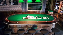 Poker bar qui se transforme en mini bar au centre (le centre s'enlève)