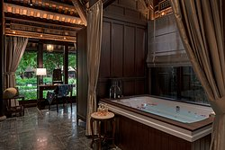 Jacuzzi in Bach Ma room