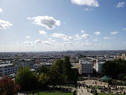 パリの高台にあります