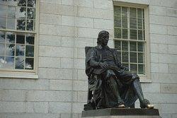 Boston août 2019. Nous vous déconseillons de toucher la statue... Demandez à votre guide pourquoi...