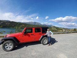 Stop at Emerald Lake with vehicle from DIY Green Jeeps/Alaska Green Jeep Rental.