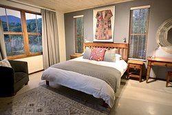 Duminy Cottage (sleeps 9): Master bedroom with mountain & lagoon views. King bed.