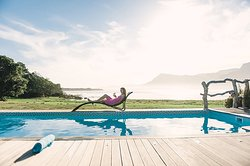 Pool overlooking the Overberg Mountains, Hermanus Lagoon & space for soaking in beautiful sunset