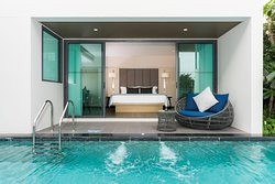 Premier Pool Access Rooms
