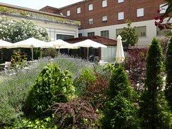 Hospedería Monástica Pax, innergård vid restaurangen