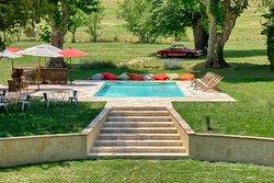 La piscine vue des chambres d'hôtes