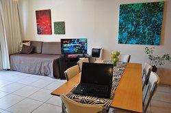 Todos nuestros espacios de sala living comedor están equipados con smart tv para que puedan disfrutar de sus series y programas de streaming favoritos.
