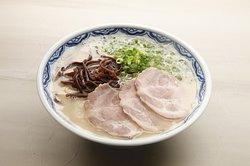 博多ラーメン創業昭和28年から炊き込み続けられたスープが自慢です