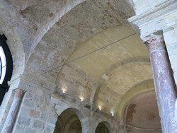 Colonnes et plafond de la Basilique.