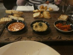 mixed bread with three dips entree