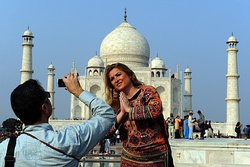 Calling India Tour with England Tourist  http://www.callingindiatour.com