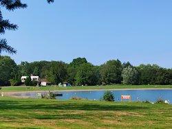 Le lac de baignade et les étangs