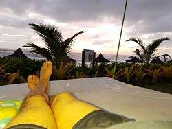 Amanhecer na cama suspensa apreciando nascer do sol