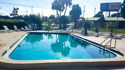 MH GreenGablesInn LakeWales FL Property OutdoorPool
