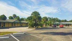 MH GreenGablesInn LakeWales FL Property Exterior
