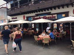Lively seafront restaurant with delicious egg and bacon sandwiches