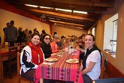 Restaurante vinicunca en la ruta montaña 7 colores