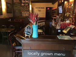 Interior Dining at Stewz. Fully licensed. Kids welcome. Casual, laid back, Hawaiian Craft beers ON TAP + Burgers!