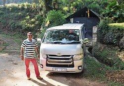 Sanjeeva et son van à Kandy