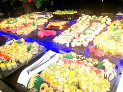 So juicy and delicious food,all time favorites, salad, drinks and desserts at NIU By Vikings Aura