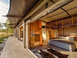 Despite its luxurious design, Time + Tide King Lewanika retains its safari authenticity with canvas walls, indoor and outdoor showers, decks overlooking the plains and the use of natural materials. Elements of leather, cotton and canvas complete the design. The villas offer total immersion in the vast landscape, allowing travellers to experience nature's masterpiece in a meaningful way.