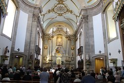 L'interno con l'altare