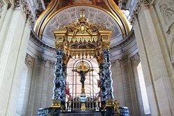 Église du Dôme , Autel style baroque à colonnes de marbre noir  Church of the Dome, Altar baroque style with columns of black marble